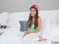 Mia Khalifa Gives the Girlfriend Experience