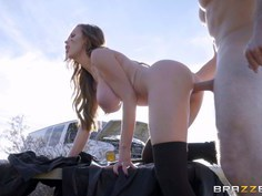 Mechanic Nikki Benz gives a full service in this Final Fantasy Brazzers parody